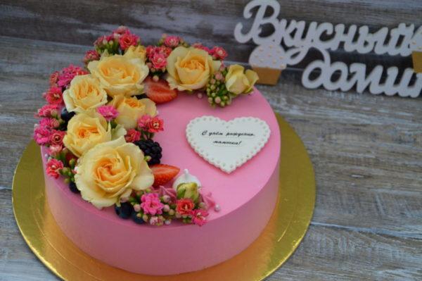 живые цветы торт